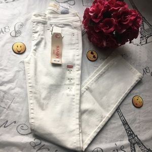 Levi's Jeans slim  mid rise size 26x32
